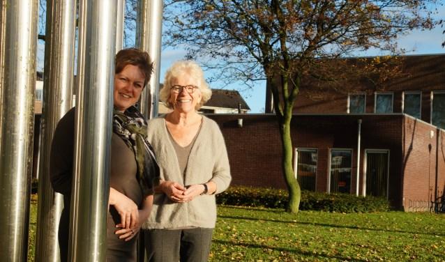 Elma Meijers en Marjan Haak van Stichting Present voor de Rehobothkerk waar ze kantoorruimte mogen gebruiken om alle activiteiten professioneel te kunnen uitvoeren