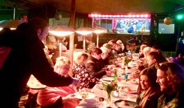 De bewoners van de Seringenhof in Waalwijk genoten donderdagavond met volle teugen van het lekkere eten, de gezelligheid en niet te vergeten van elkaars gezelschap.