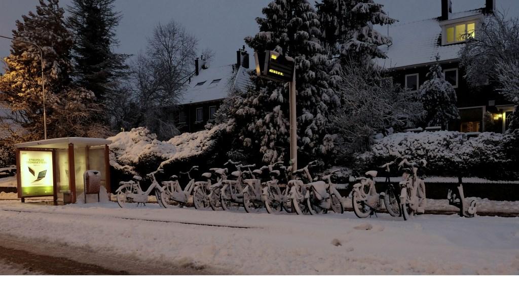 Welke fiets is nog droog? Zomaar gezien aan het begin van de Grebbeweg.  © Persgroep