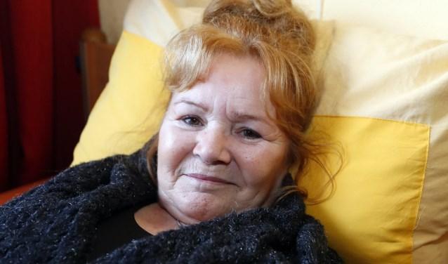 Ondanks haar ziekte en alles wat ze meegemaakt heeft, weet Resi Berkers toch een positief verhaal te vertellen. FOTO: Bert Jansen.