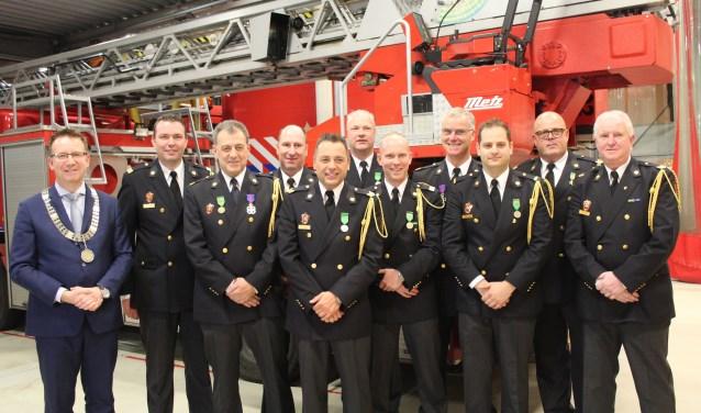 De brandweermannen en -vrouwen werden vrijdag in het zonnetje gezet. (Foto: Lysette Verwegen)
