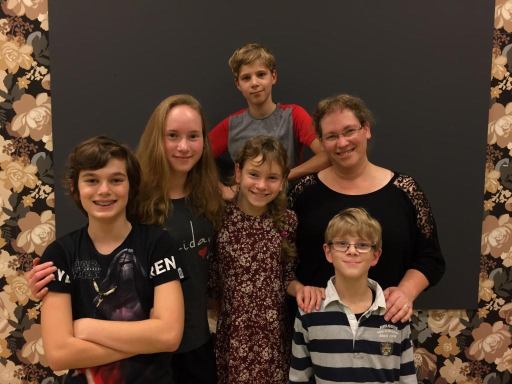 De Helmondse talenten, van links naar rechts: Tijn, Mirthe, Luc, Floortje, Lindi en Tim.