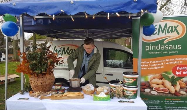 Max van den Heuvel is bezig met zijn product. (foto: eigen foto)