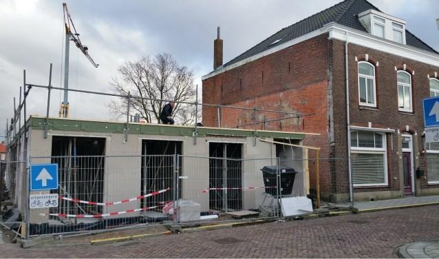 Waar ooit restaurant Oriëntal garden stond, wordt nu gebouwd aan zes appartementen. De familie Lin is het dorp uit; het verdriet om wat gebeurde nog niet.