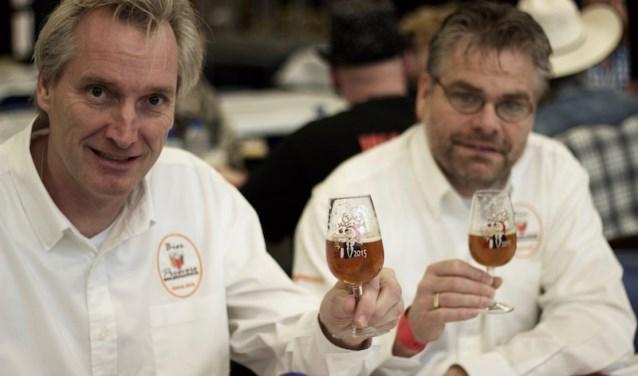 De jury proeft het Stille Nacht biertje op het internationale Kerstbierfestival in Essen. Dit bier domineert daar. In 2005, 2007, 2010, 2011, 2012, 2013 en 2014 won Stille Nacht hier. Foto: Belgian Smaak.