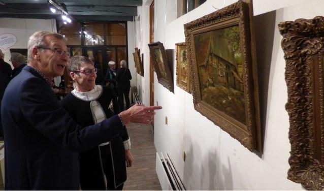 Er is veel belangstelling voor de expositie die Ruud Olde Dubbelink samen met de Culturele Raad Denekamp samenstelde. De expositie geeft een uniek beeld van Denekamp tot en met de Tweede Wereldoorlog.