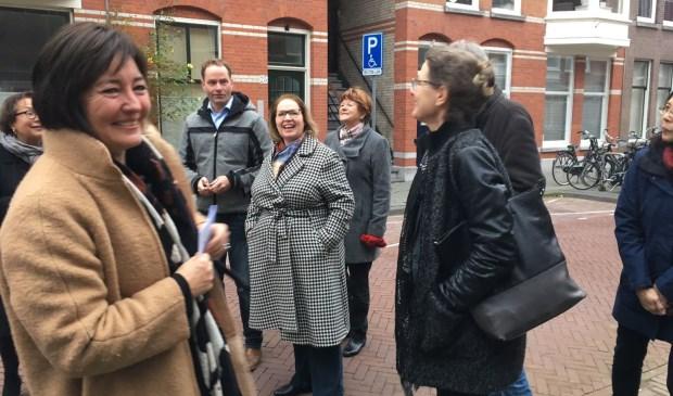 Wethouder Bruines in gesprek met de bewoners