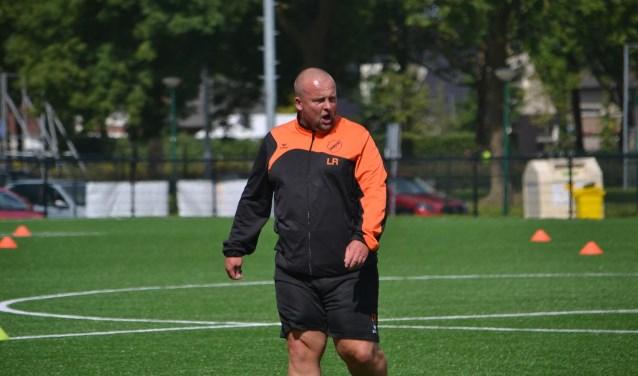 Lucien Roeffen in actie als trainer van SIOL. (foto: Gerno de Haas)