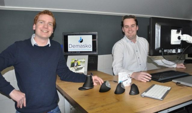 Jorno Masselink en Thomas Koopman zijn in Tilligte van start gegaan met hun bedrijf Demasko, voor ergonomische oplossingen voor werkplekken.
