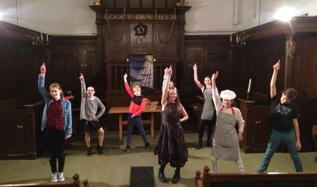 Iedereen is welkom bij de voorstelling Scrooge. De kinderen hebben de afgelopen weken hard gerepeteerd.
