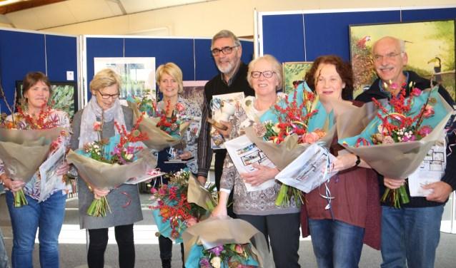 Vertegenwoordiger v Tiny Cok, Gerrie Hooftman, Mary v Leeuwen, Kees Borst, Arja de Jong, Rosemarie de Heij, Jan v Dijk. FOTO: Rien de Wit