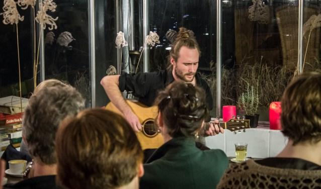 In 44 huiskamers, van Noordwest tot centrum en Wageningen-Hoog, geven Wageningse artiesten in totaal 132 optredens.