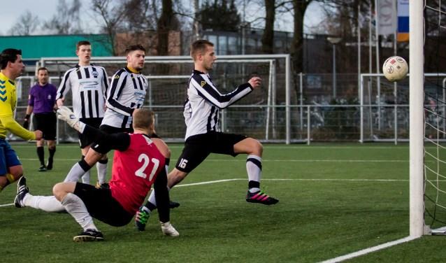 Zwart-Wit'63 begon de wedstrijd tegen Barneveld aanvallend. Foto: Wim Balke