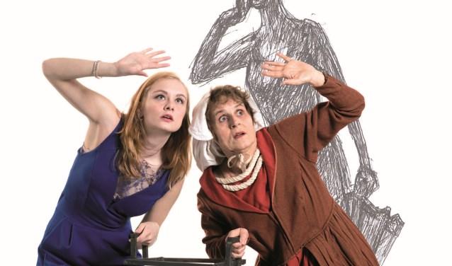 Links Romy Ruys (alias Maaike Meyhorst) en Evie van den Heuvel (alias Sonja Beckman). Romy speelt de moderne Mariken (Mariken van NU), Evie een rol die ze al 25 jaar vervuld: sacherijn maar ook de verbeelding van de Mariken van Toen. (Foto: Mika Kraft)