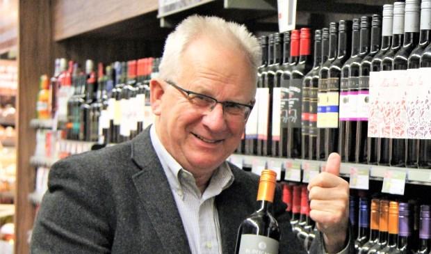 Albert Sterk in zijn Plus supermarkt, waarvan hij afscheid heeft genomen. Foto: Cok Slijkoord
