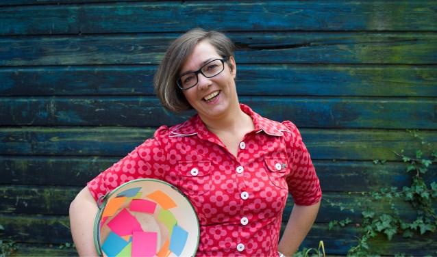 Paulien van 't Westeinde is bucketlistinspirator en heeft het tot haar missie gemaakt om mensen die dat nodig hebben een duwtje in de rug te geven. FOTO: Rob van Eekelen