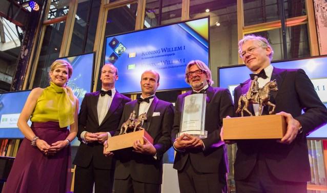 Koningin Máxima reikt de Koning Willem I Prijs 2016 en de Koning Willem I Plaquette voor Duurzaam Ondernemerschap 2016 uit aan Toine Brock, Rob Baan en Frans van Houten. (foto: Maarten Huisman)
