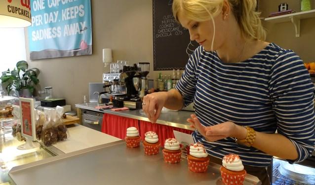 Nienke Versluis heeft een eigen cupcakewinkel in het centrum van Enschede.