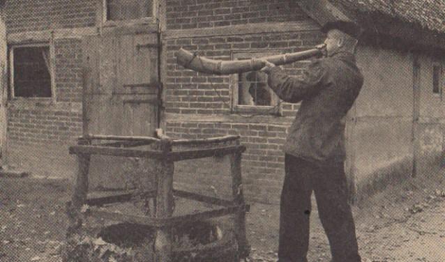 Begin jaren vijftig leek het midwinterhoornblazen zo goed als uitgestorven te zijn. Tegenwoordig is de oale roop weer helemaal terug.