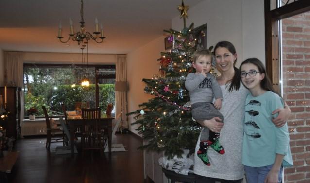Martine met haar kerstkinderen. FOTO: Agnes Laurens