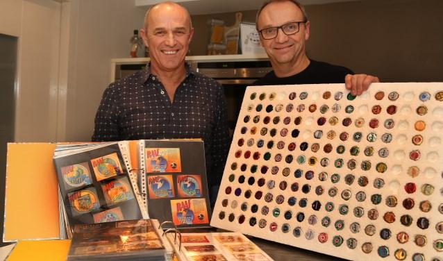 De broers Bert en Willie Strik met hun verzamelingen. (foto: Marco van den Broek)