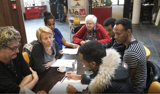 Vrijwilligers en mensen met laaggeletterdheid kunnen in het taalcafé wekelijks met elkaar in contact komen.