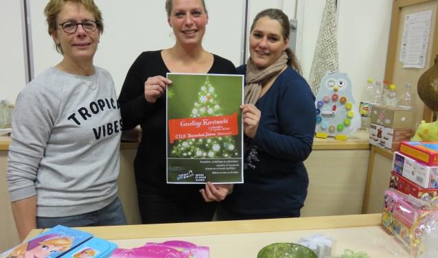 Juf Hennie Tollenaar, Corina Meeuwenberg en Veronique Thyssen helpen bij de organistaie van een gezellige kerstmarkt op de Julianaschool voor het goede doel. Iedereen is welkom.