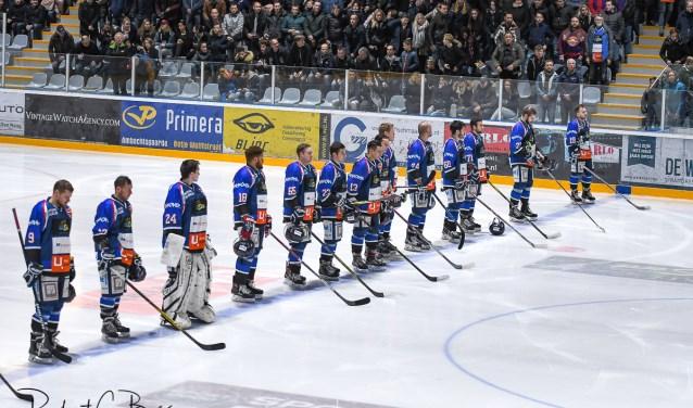 De ijshockeyers zijn er klaar voor. Foto Robert C.Bos