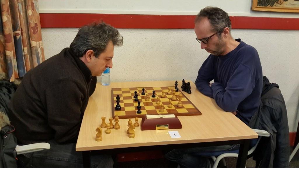 De Belgische grootmeester Alexandre Dgebuadze (links) verloor van Erik van den Doel  © Persgroep