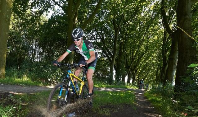 Het parcours van de ATB tocht is door de Molenrijders uitgezet door de bossen van Bergen op Zoom en Wouwse Plantage.