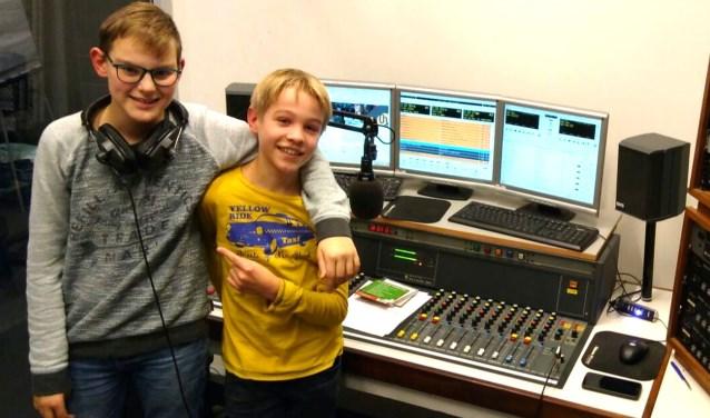 Rutger van Lieshout en Teun Senders hebben hun eigen radioprogramma bij Omroep Helmond.