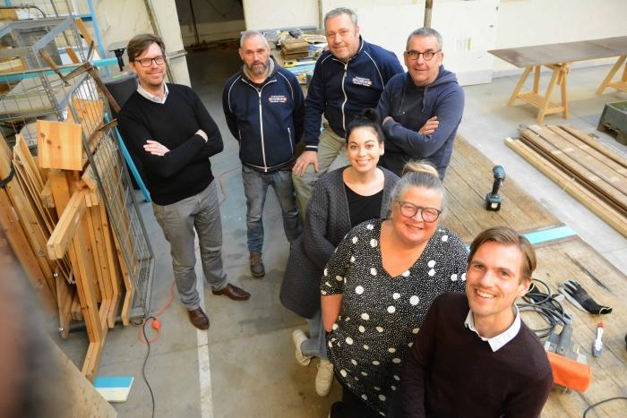 Het KLUS-team: v.l.n.r./v.a.n.v: Gijsbert Jansen (De Bouwkringloop), Ruud van Dijk (KCAL), Teun Rook (KCAL), Guus Rammelt (KCAL), Nicoline Lans (KCAL), Mieke Bleij (directeur KCAL), Bas Slager (De Bouwkringloop).