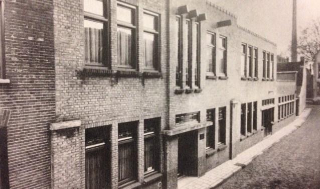De Schoonhovense Zilverfabriek H. Hooijkaas is gesloopt, maar de glas-in-lood ramen zijn wel bewaard gebleven. Vanaf vrijdag 8 december zijn ze te zien in het Zilvermuseum.