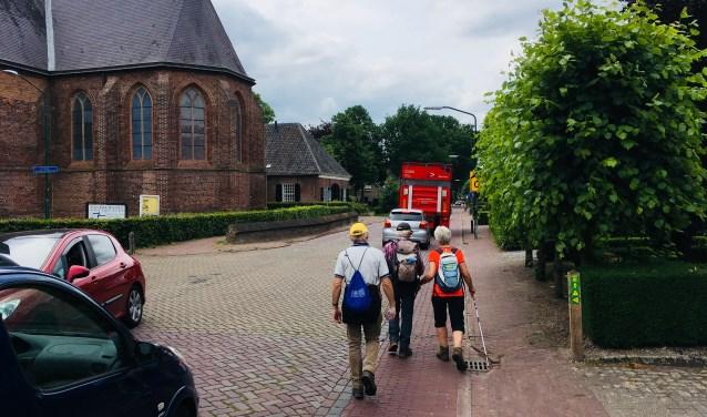 De Torenstraat in Helvoirt is te smal, zo blijkt uit de gesprekken die de gemeente Haaren met inwoners hield. Auto's kunnen elkaar niet goed passeren en een duidelijk voetpad ontbreekt. In 2019 wordt de Torenstraat aangepakt.