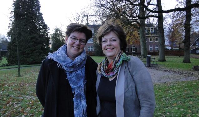 Tineke Posthumus (links) en Anita Kunst zijn enthousiast over het acteertalent van senioren