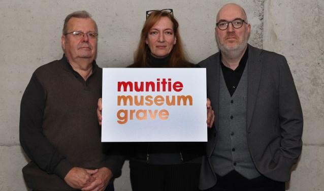 Evert Vos, Karin Kooij en Niel-Jan Weijsters met het winnende logo (Foto: Marco van den Broek).