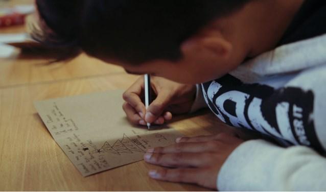 Opvallend is het grote aantal kerstkaarten dat door de kinderen wordt geschreven. Daarom is er nu dit jaar een speciale scholenactie opgezet.
