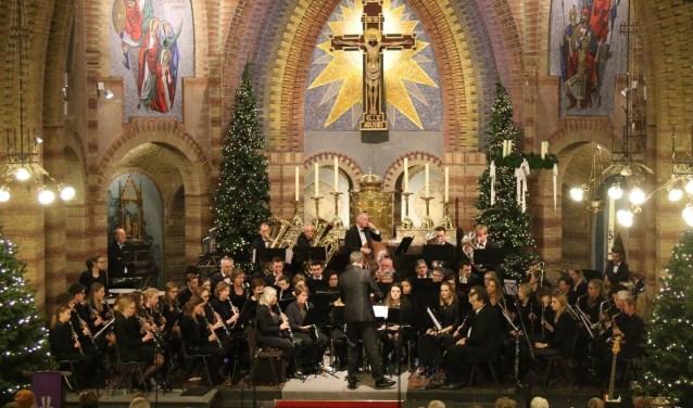 Aan de kerstzangdienst werken onder meer muziekvereniging Wilhelmina en gospelkoor TODA mee.
