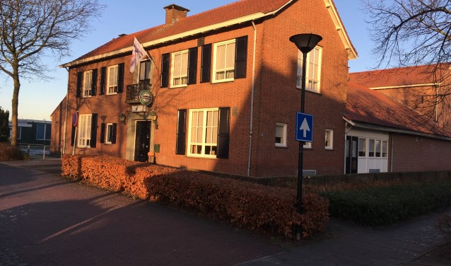 De gemeente Haaren wil de investeringen in de dorpshuizen De Vorselaer in Biezenmortel (foto), Den Domp in Haaren en de Willibrordusschool in Esch veilig stellen voor de toekomst. Hierover moet Haaren met de buurgemeenten die betrokken zijn bij de herindeling in overleg.