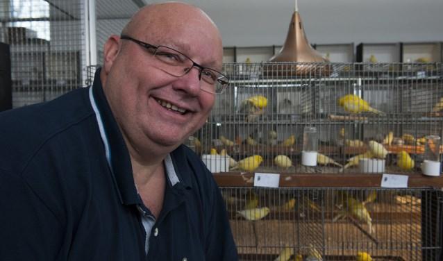 Voorzitter Hendrik van Tongeren van Vogellust uit Elst is tevreden over de tentoonstelling omdat die weer van hoog niveau is. Vogellust is een bloeiende vereniging, die in 2018 zestig jaar bestaat. (foto: Ellen Koelewijn)