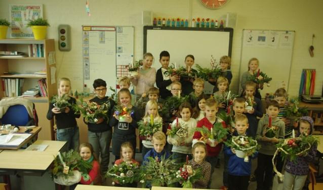 De bewoners waren blij met de kerststukjes en de kinderen hebben ook genoten van de lieve woorden van de bewoners.