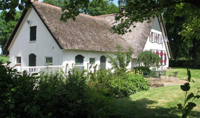Dorpsarchief Kloosterhaar wil in de museumboerderij een nieuwe ontvangst/presentatieruimte met archiefkelder realiseren, die middels een glazen sluis met de boerderij verbonden wordt.