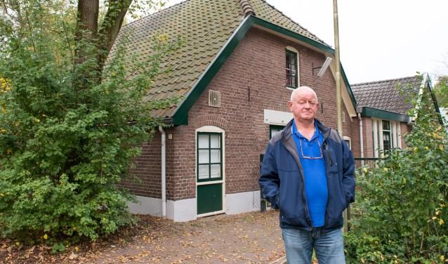 Dirk Vuijk, huismeester van stichting Koppel Epe. Hij helpt statushouders in Epe (waaronder een vijftal dat woont in de voormalige Berghoeve) 'met van alles en nog wat'. Foto: Dennis Dekker