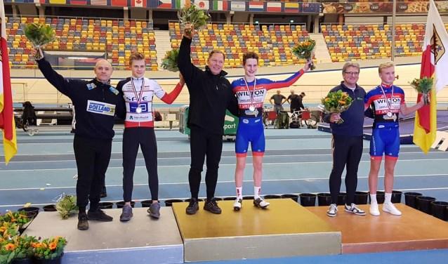 Philip Heijnen staat op de hoogste trede van het podium. (foto: eigen foto)