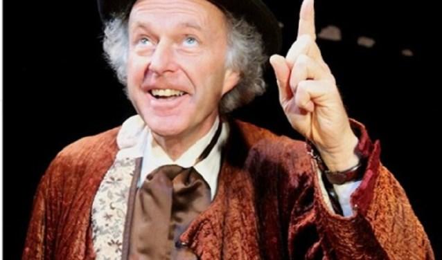 Scrooge komt tot inkeer en dat past weer heel mooi bij de kerstgedachte.
