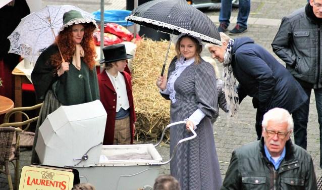 Vorig jaar waren er veel mensen uit de regio in Dickenskleding op het festival. Komt u dit jaar ook verkleed?