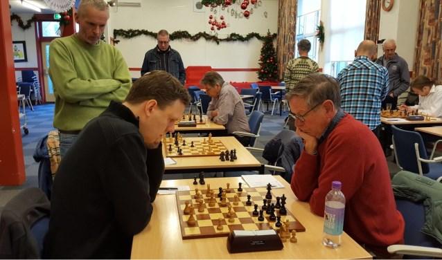Martijn Pauw (links) speelde na een prima partij remise.