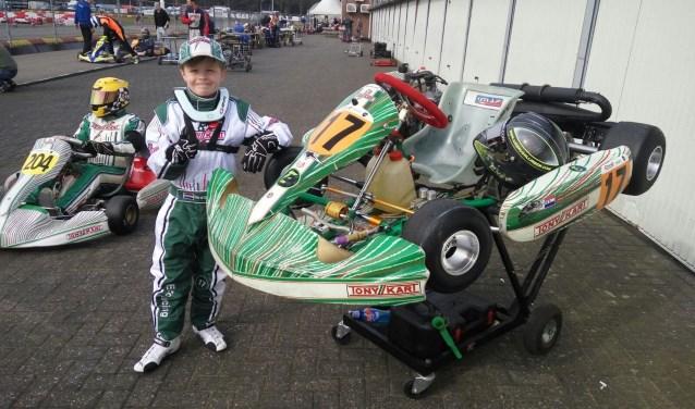Elk weekeinde is Enzo, altijd samen met zijn vader Stefan, die tevens zijn monteur is, te vinden op kartingbanen in zowel binnen- als buitenland. Foto: Thijs Middelkoop
