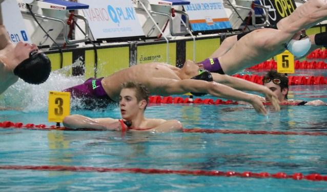 De 15-jarige Nikhom Westphal bleef op de 50 meter rugslag bij de junioren 4 tijdens de NJJK maar nipt boven het nationaal record.