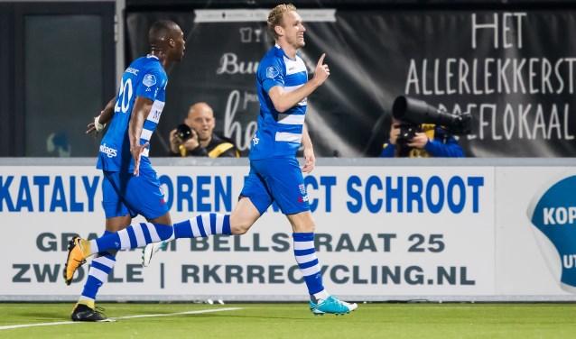 Stef Nijland viert een doelpunt. (foto: Henry Dijkman)